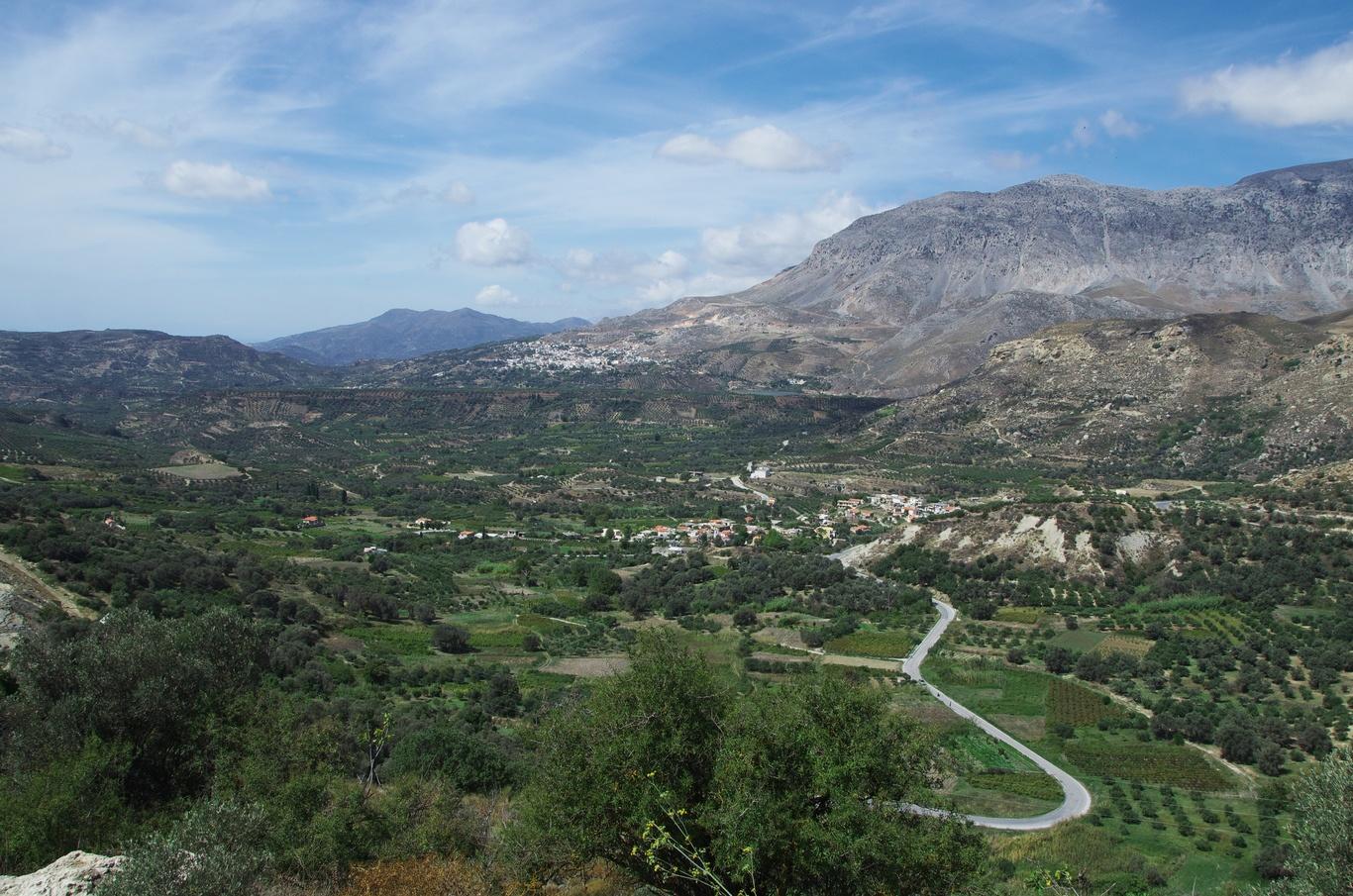 Nad vesnicí Zaros