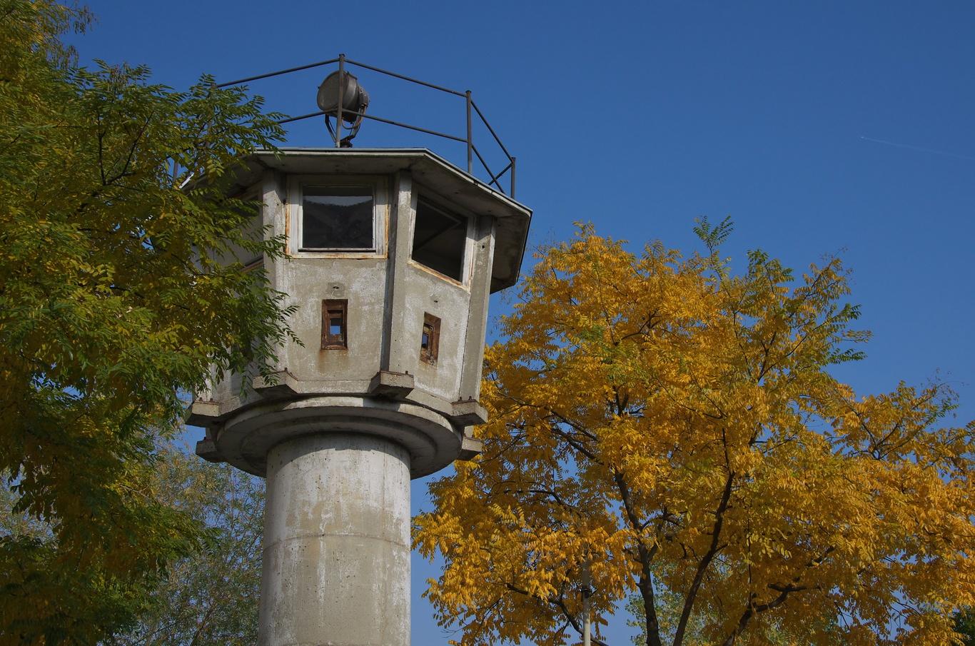 Strážní věž Berlínské zdi na Erna-Berger-Strasse