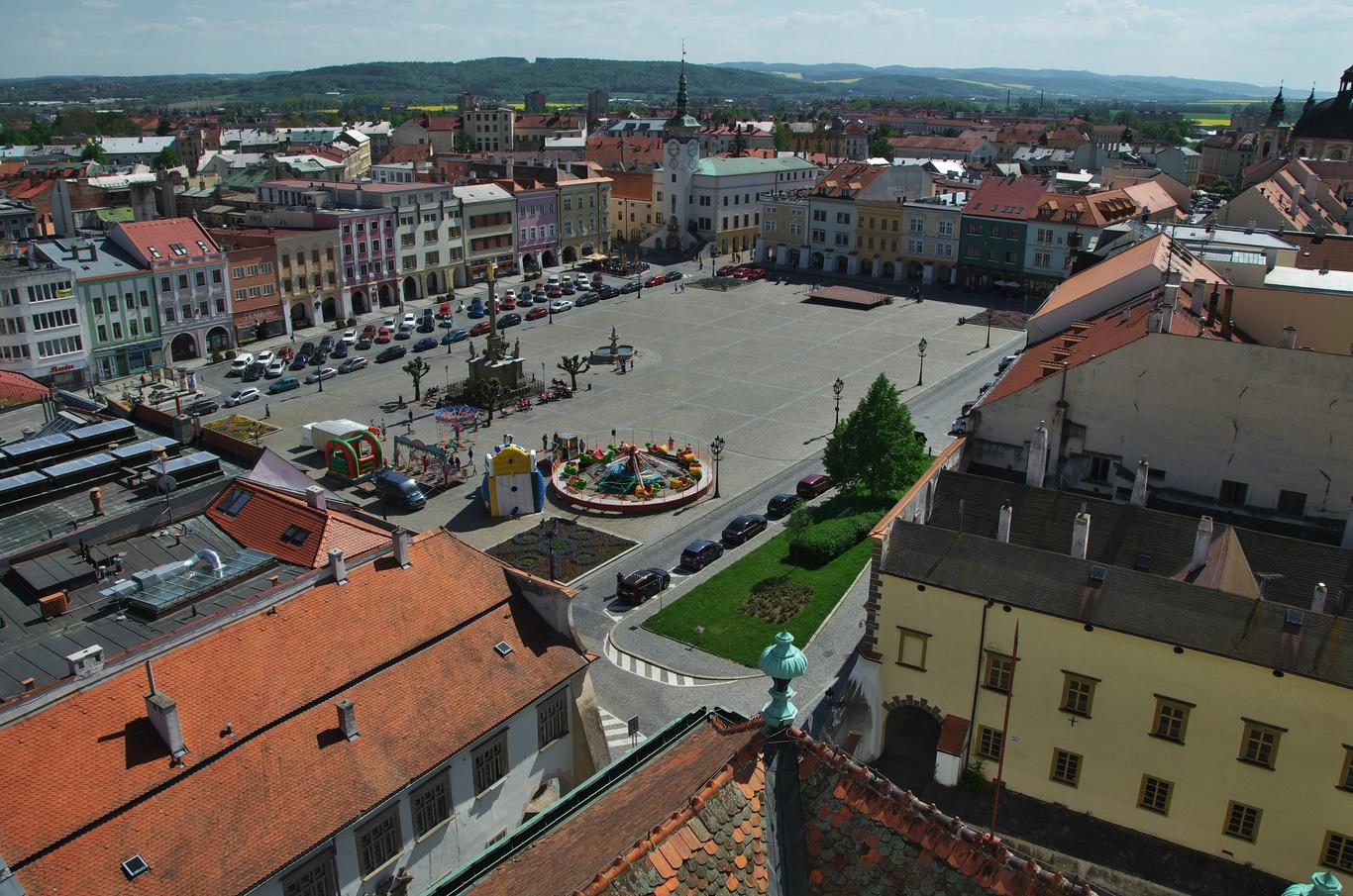 Pohled za zámecké věže na Velké náměstí, Kroměříž