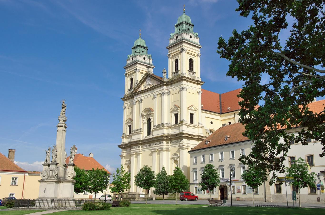 Valtice, kostel Nanebevzetí Panny Marie