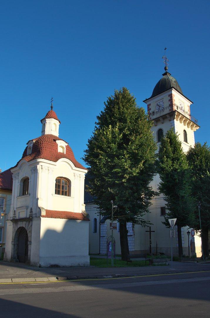 Bojnice, kaplička sv. Jana Nepomuckého a kostel sv. Martina z Thur