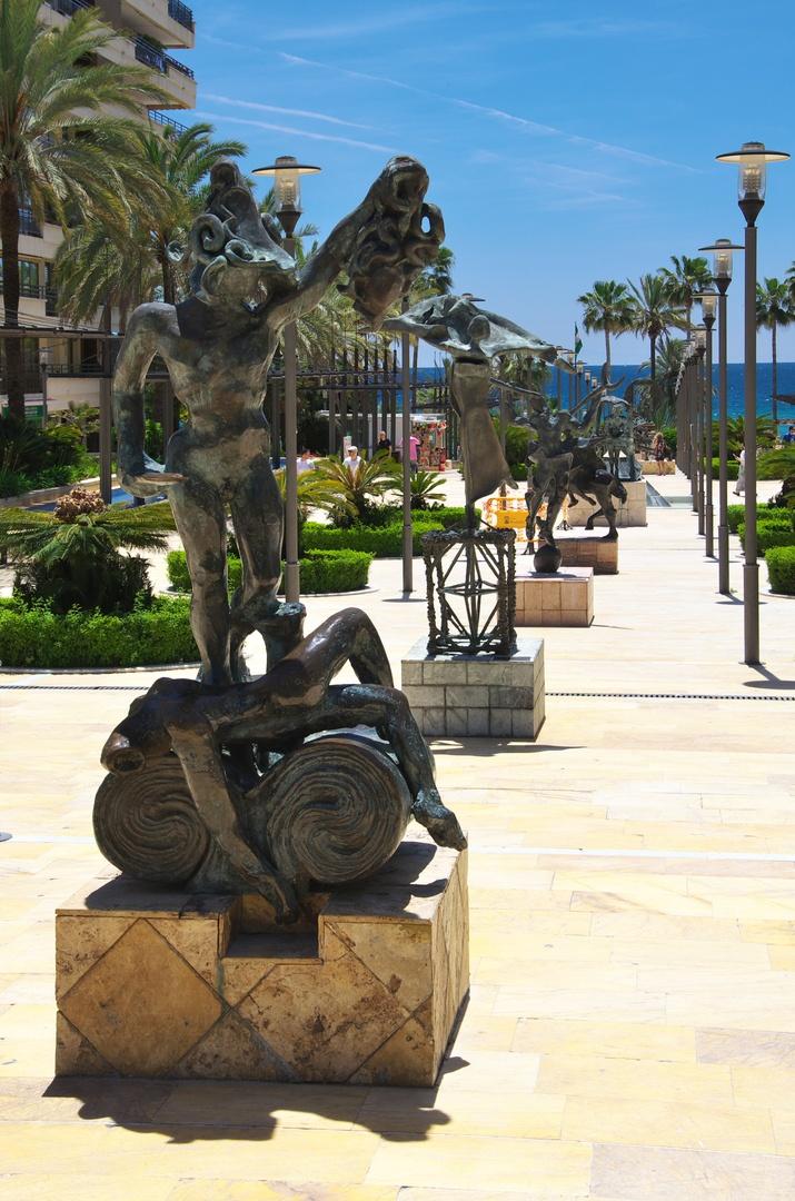 Sochy Salvadora Dalího na Avenida del Mar