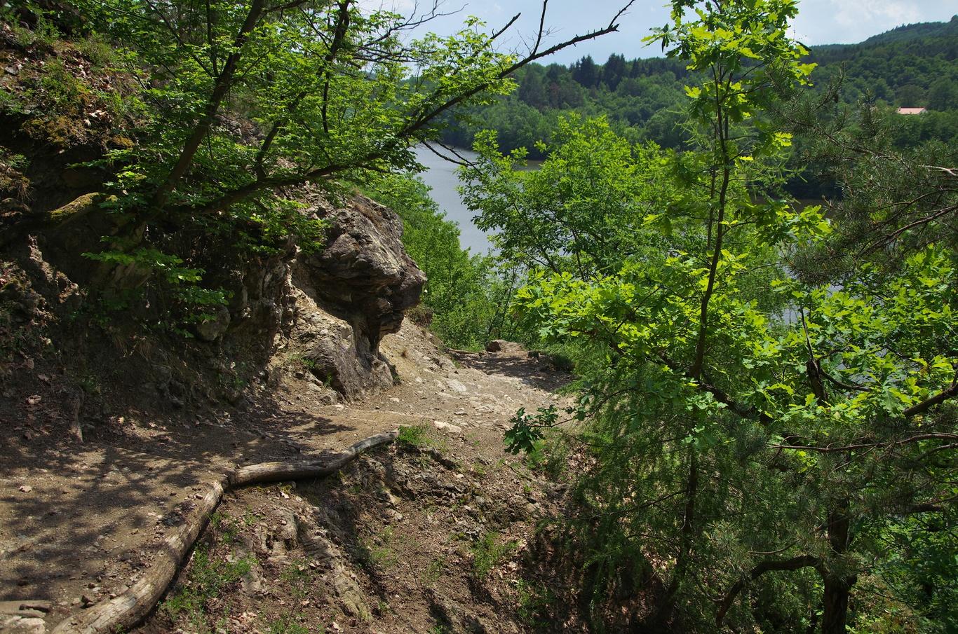 Červená turistická trasa kolem Brněnské přehrady
