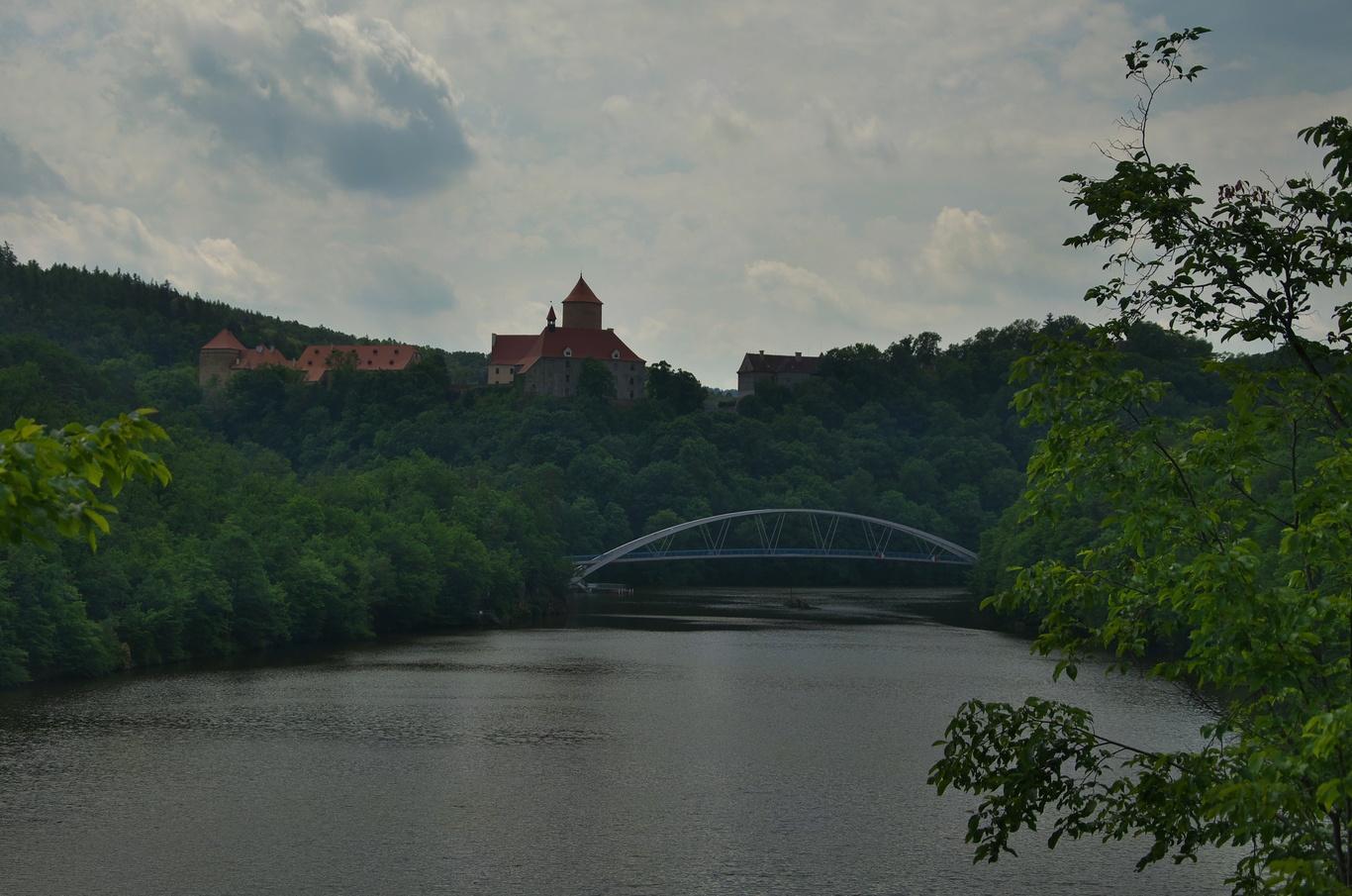 Brněnská přehrada a hrad Veveří