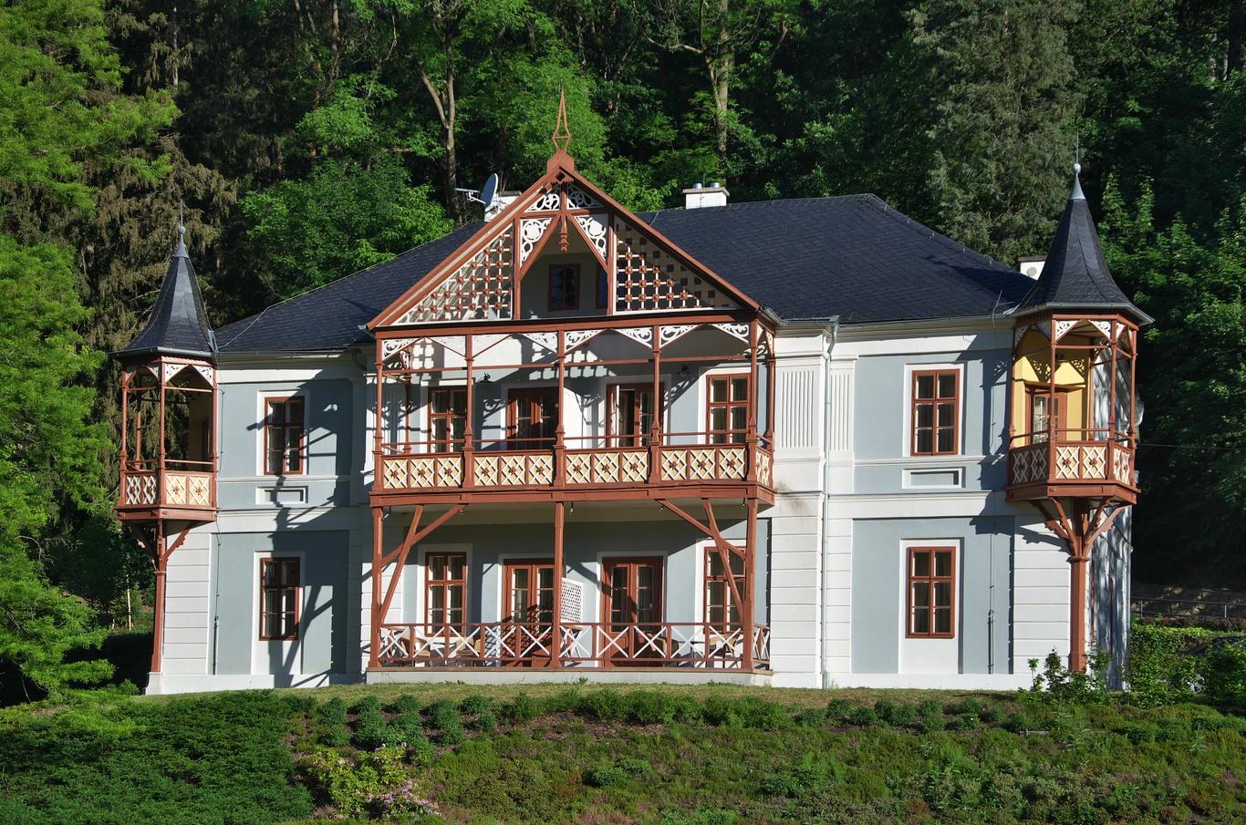 Vila Pod lipami
