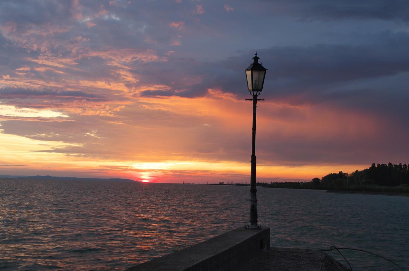 Východ slunce nad Balatonem