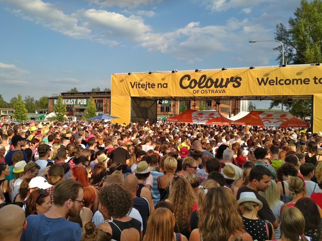 Vstup do areálu první den festivalu