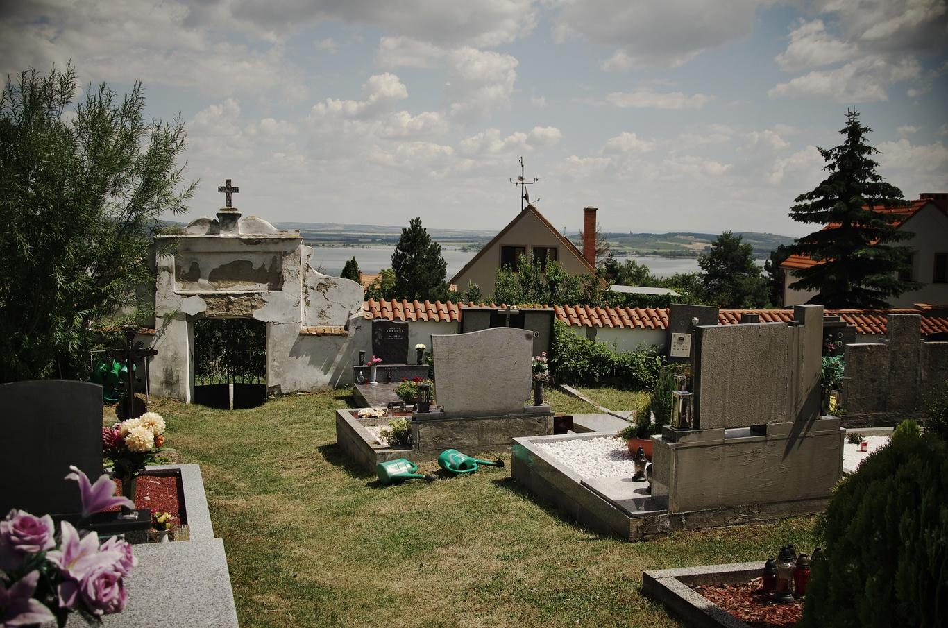 Pavlov, hřbitov