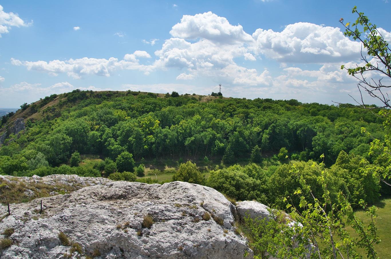 Pohled ze Sirotčího hrádku na Stolovou horu