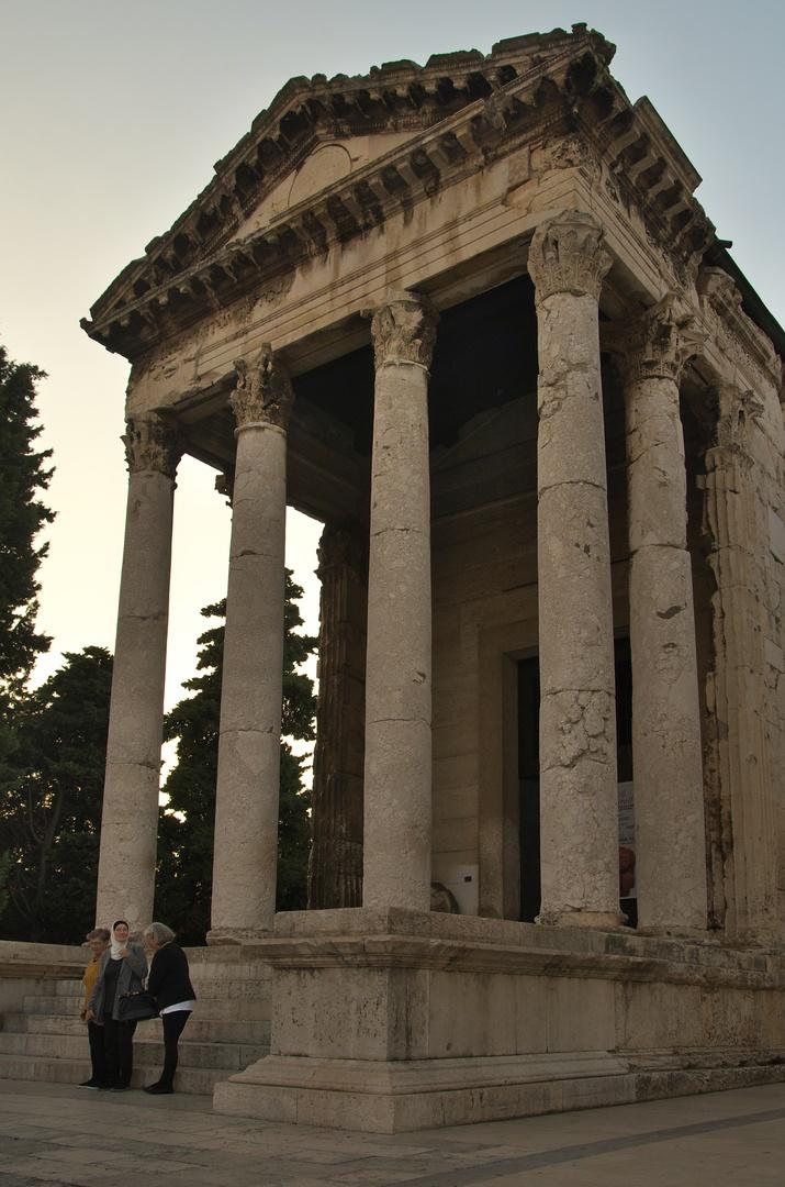 Pula, Augustův chrám