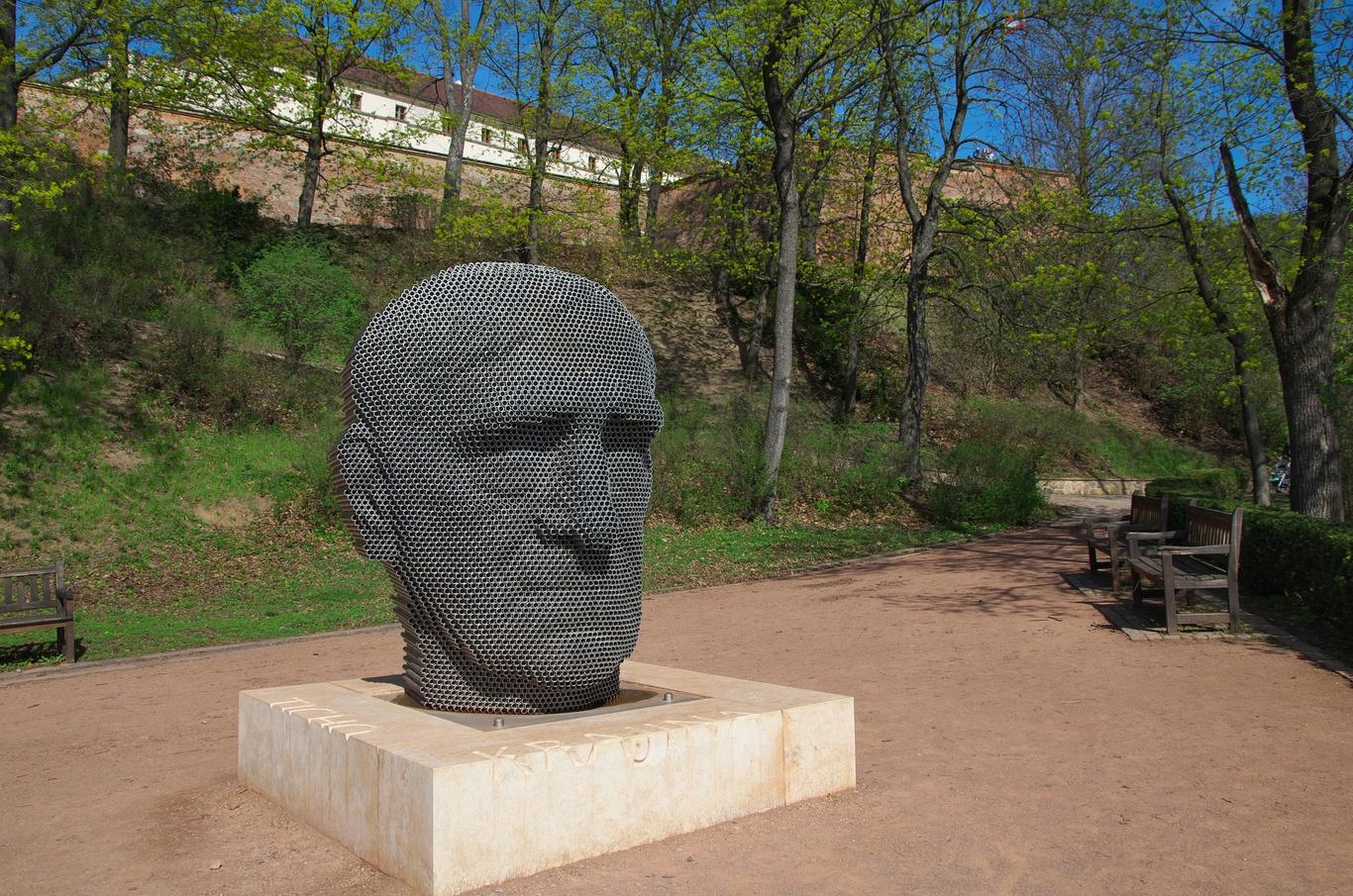 Socha básníka Jana Skácela