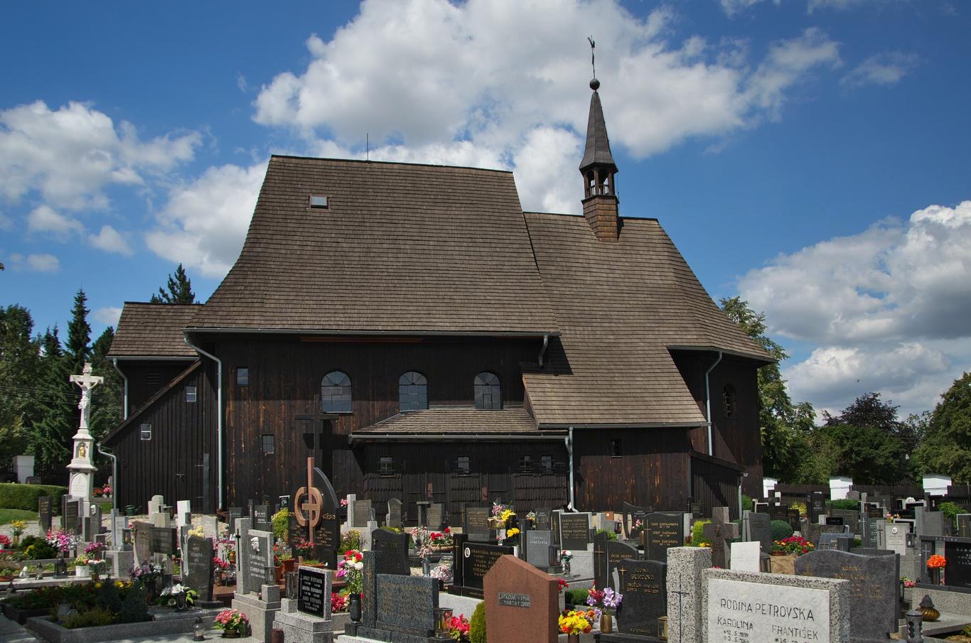 Hněvošice, dřevěný kostel sv. Petra a Pavla