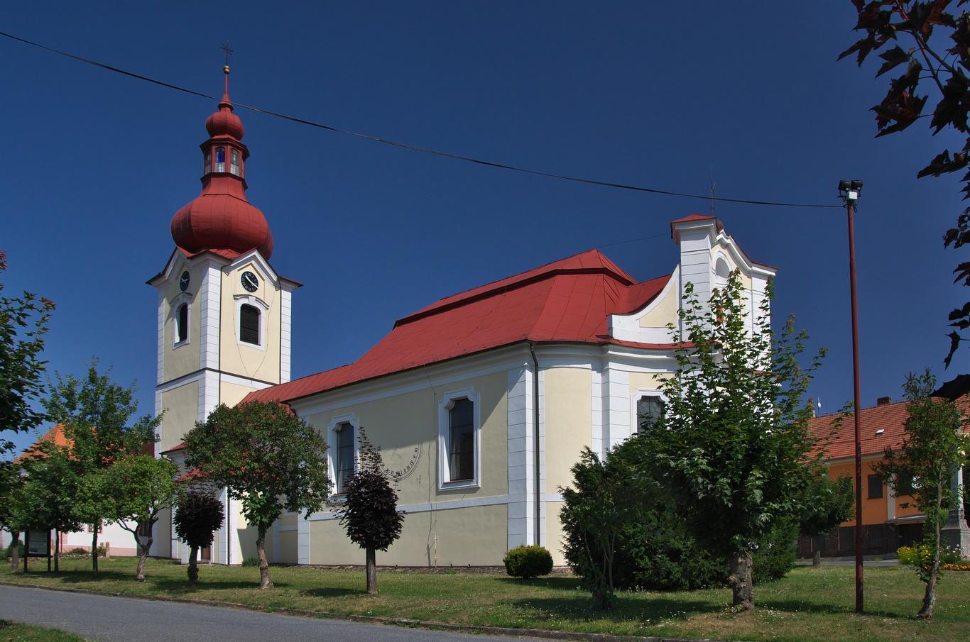 Horní Bobrová, kostel sv. Petra a Pavla