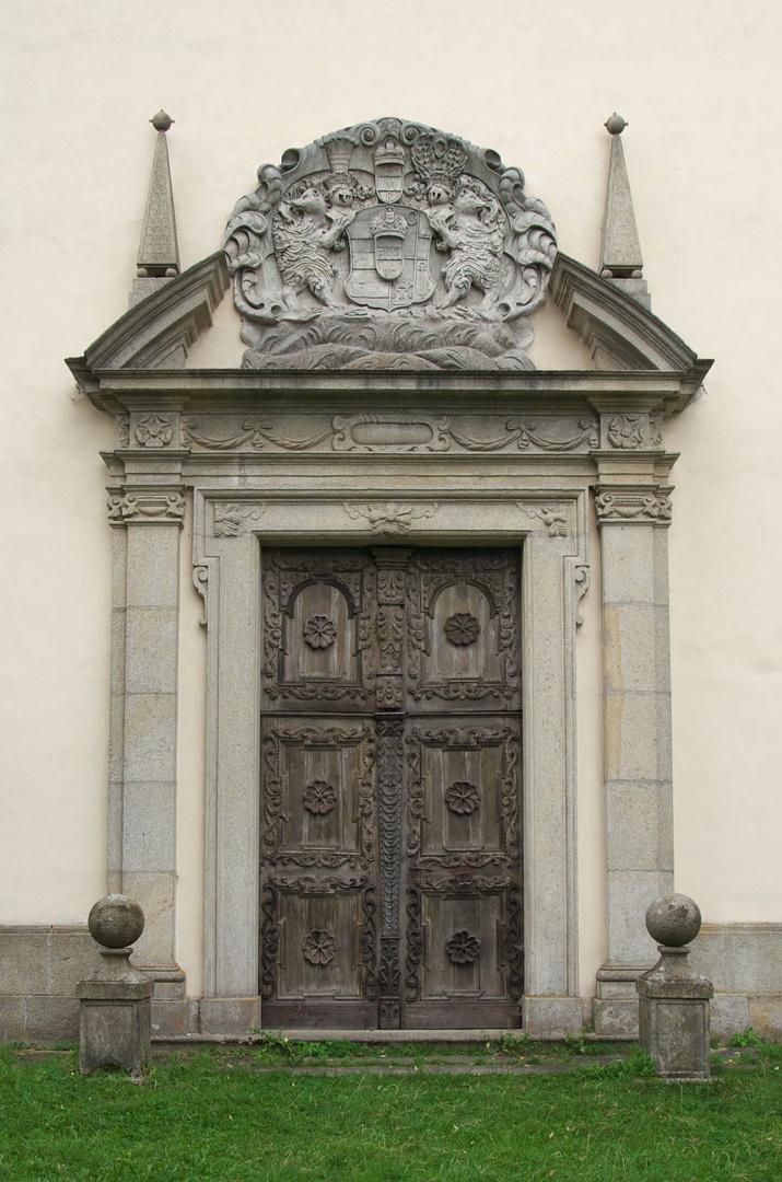 Kostel Nejsvětější Trojice, pozůstatek kláštera paulánů v Klášteře
