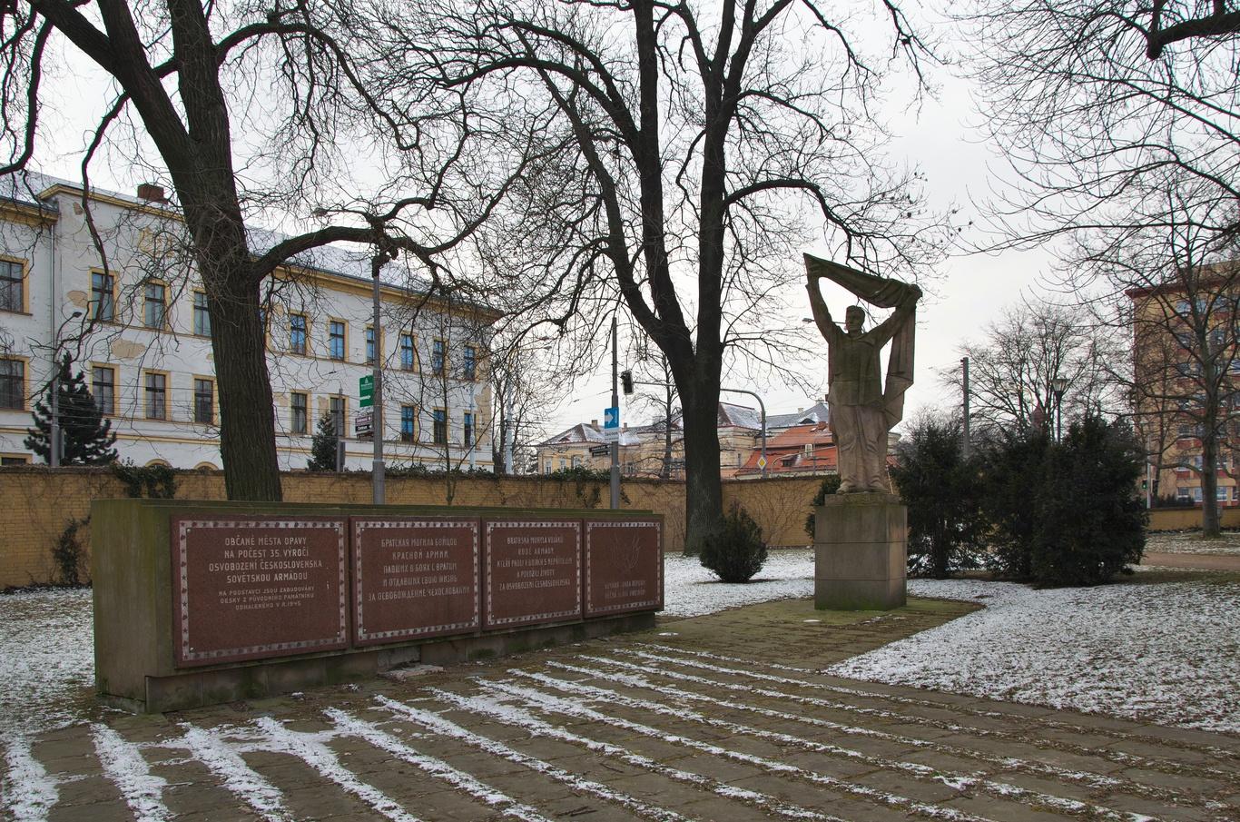 Janáčkovy sady - památník obětem druhé světové války