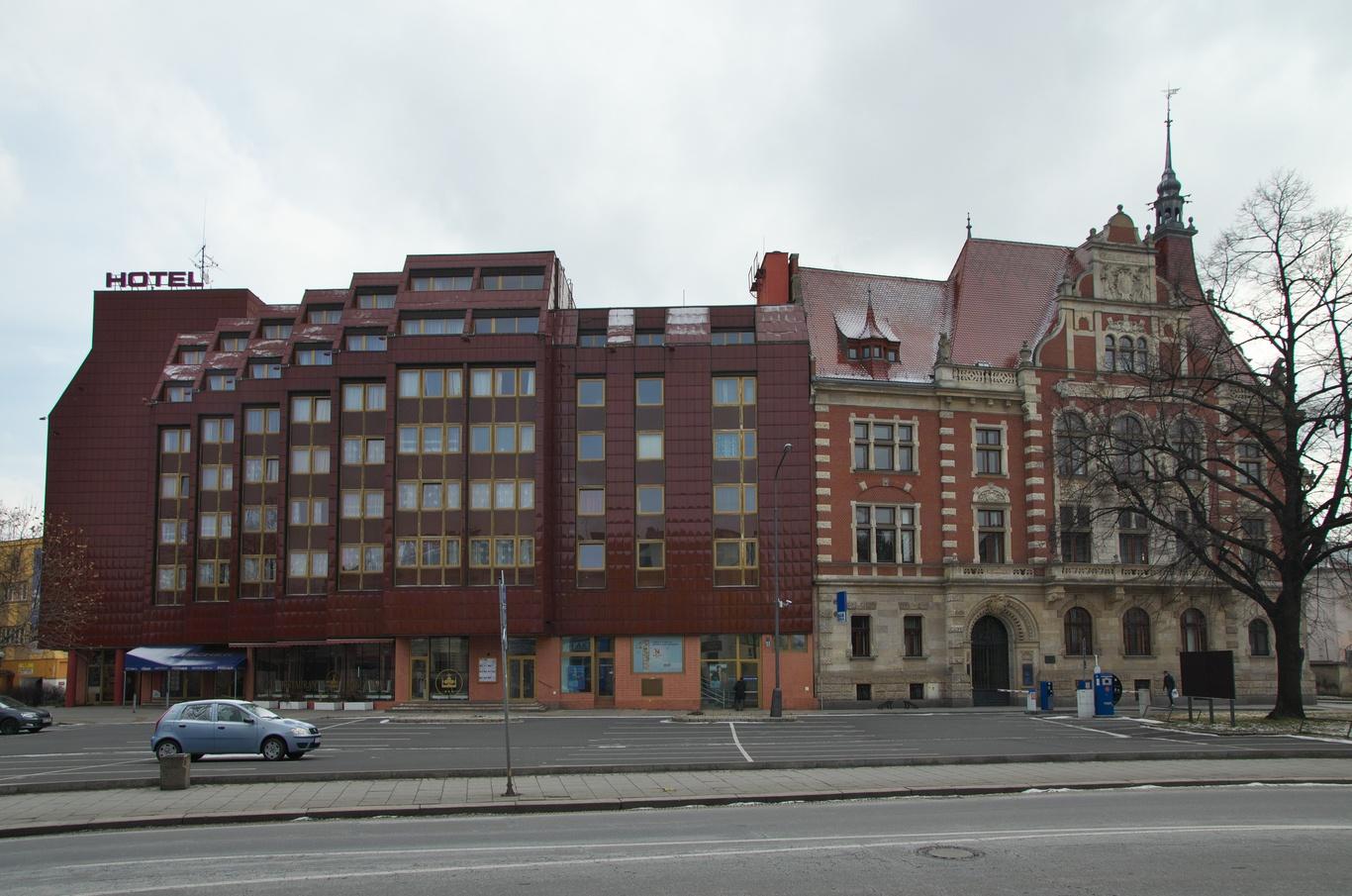 Hotel Koruna a budova spořitelny