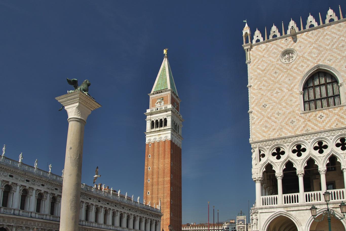 Dóžecí palác a Campanile