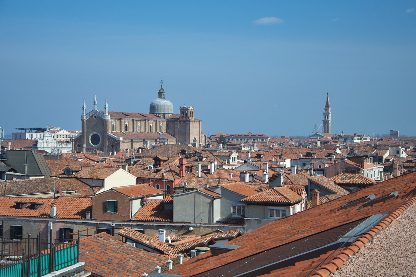 Výhled z terasy paláce T Fondaco dei Tedeschi