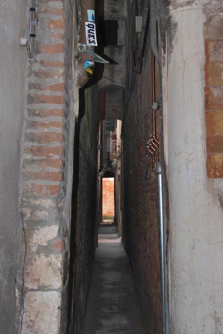 Calle Varisco, nejužší ulička v Benátkách