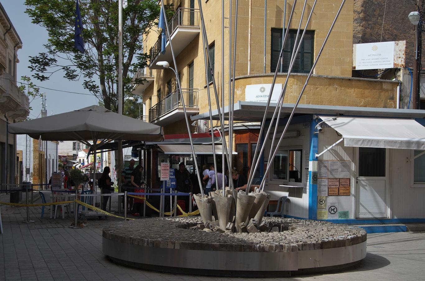 Přechod mezi řeckou a tureckou částí města v Ledra Street
