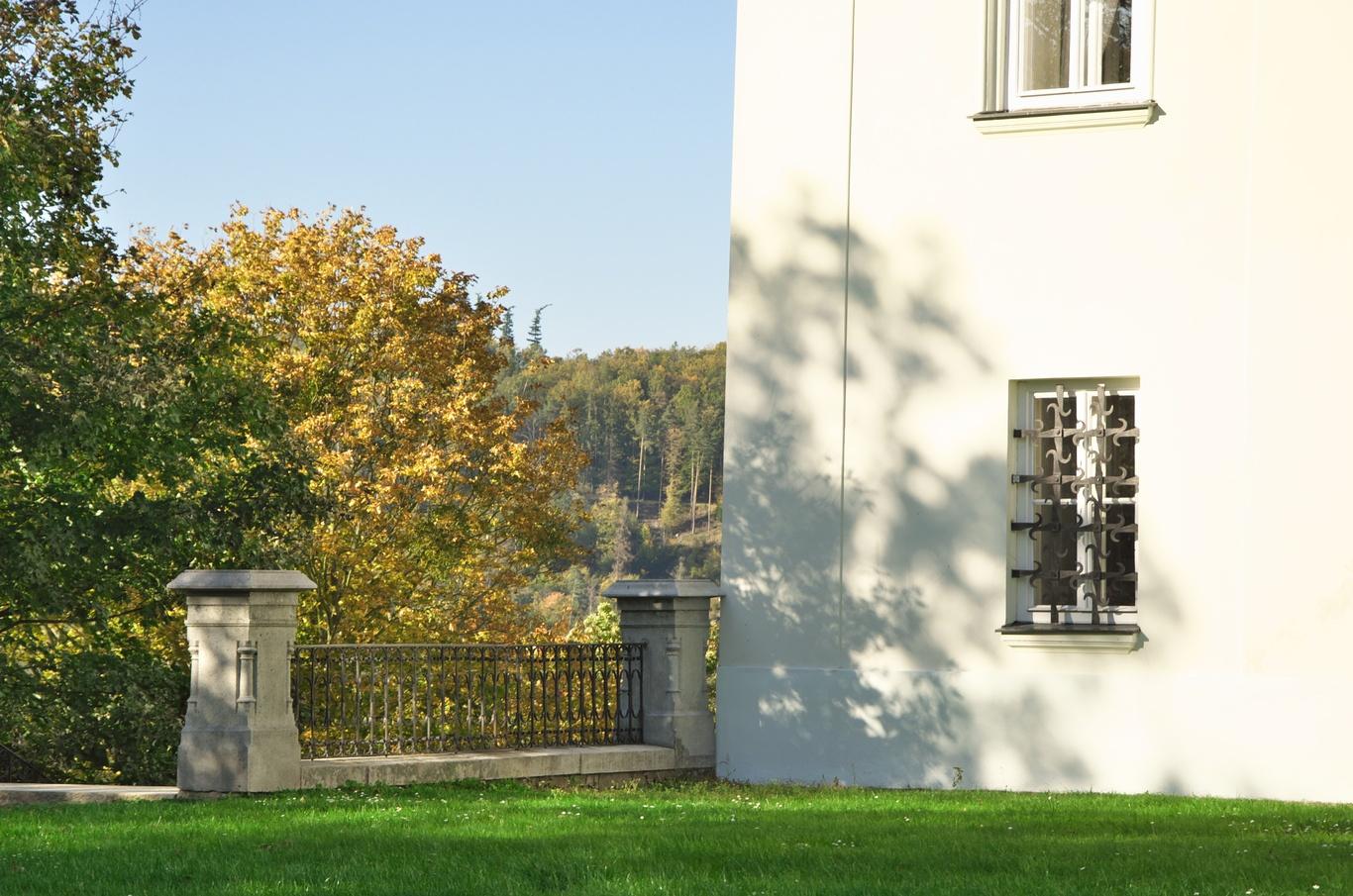 Hradec nad Moravicí, Bílý zámek