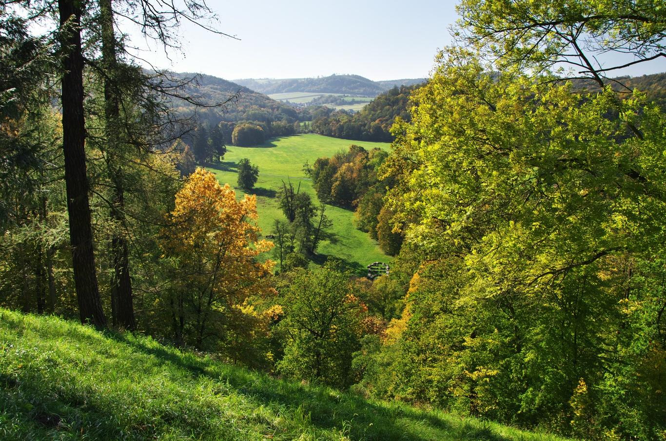 Hradec nad Moravicí, pohled do údolí řeky Moravice