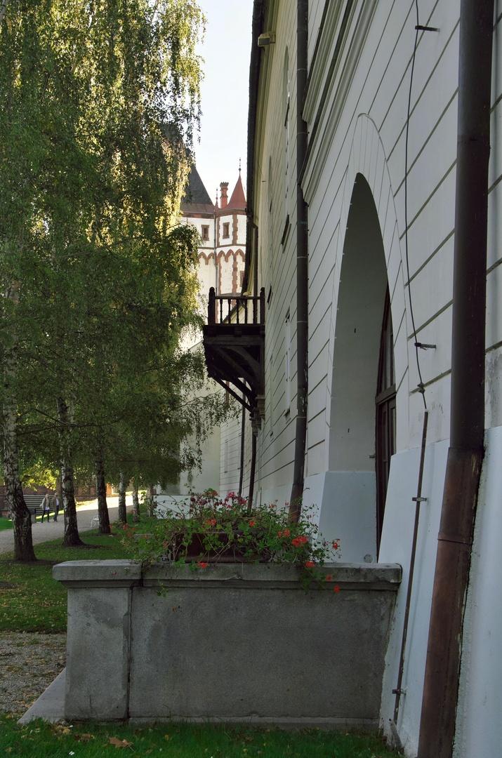 Hradec nad Moravicí, Bílý zámek a Bílá věž