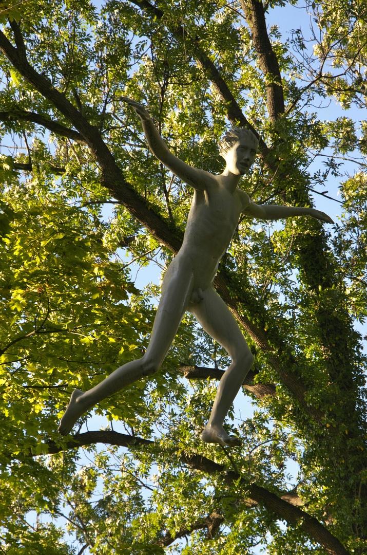 Hradec nad Moravicí, socha Kurta Gebauera Sen o létání
