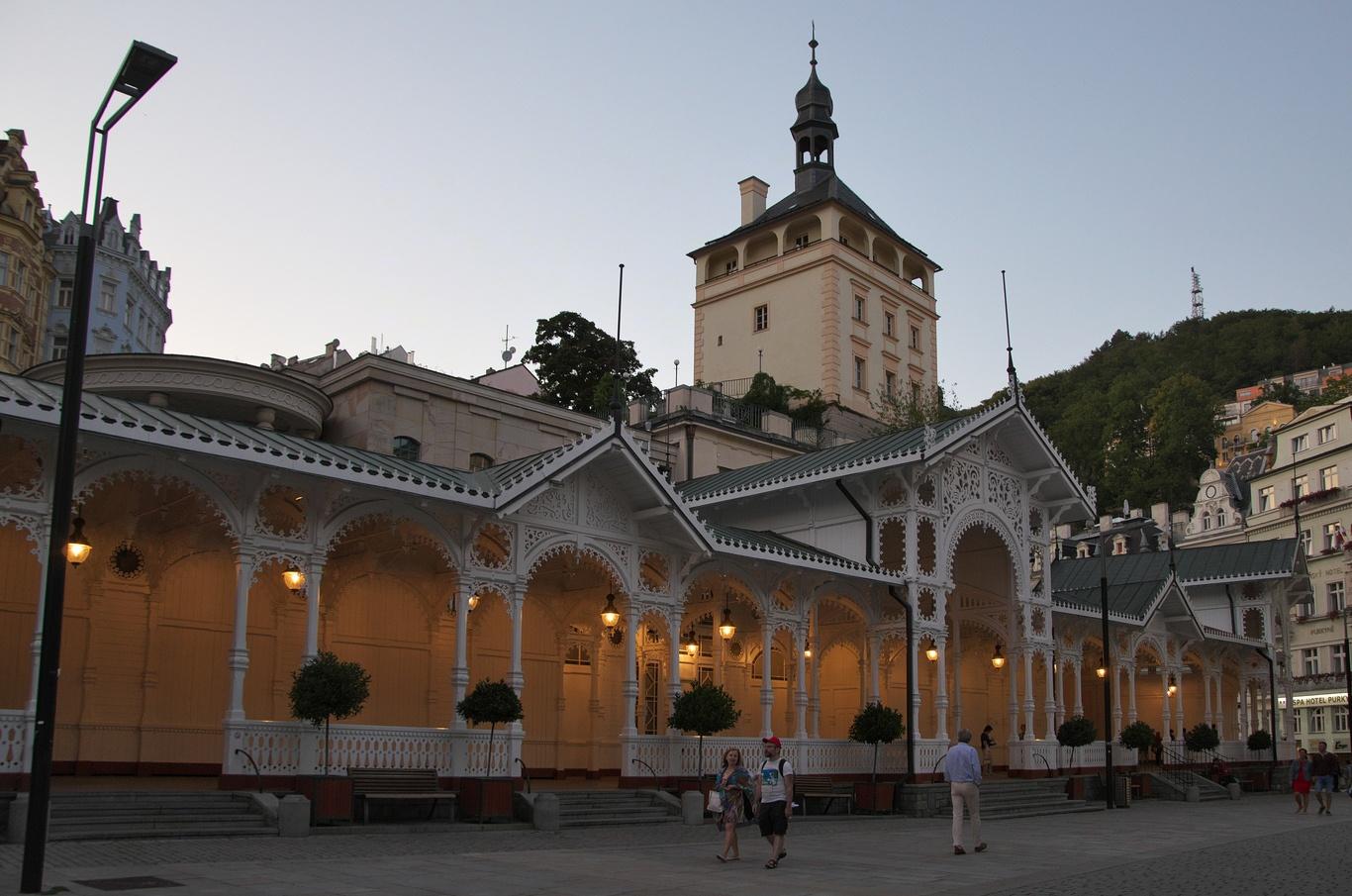Tržní kolonáda a zámecká věž