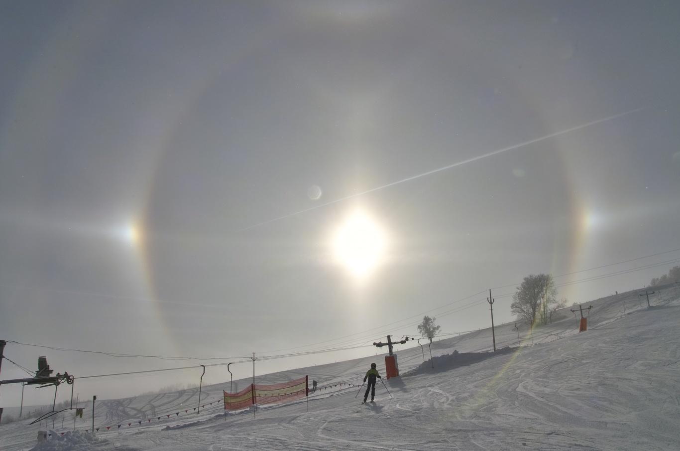 Parhelia - optický jev, který jsme mohli pozorovat ve Stříbrnicích.