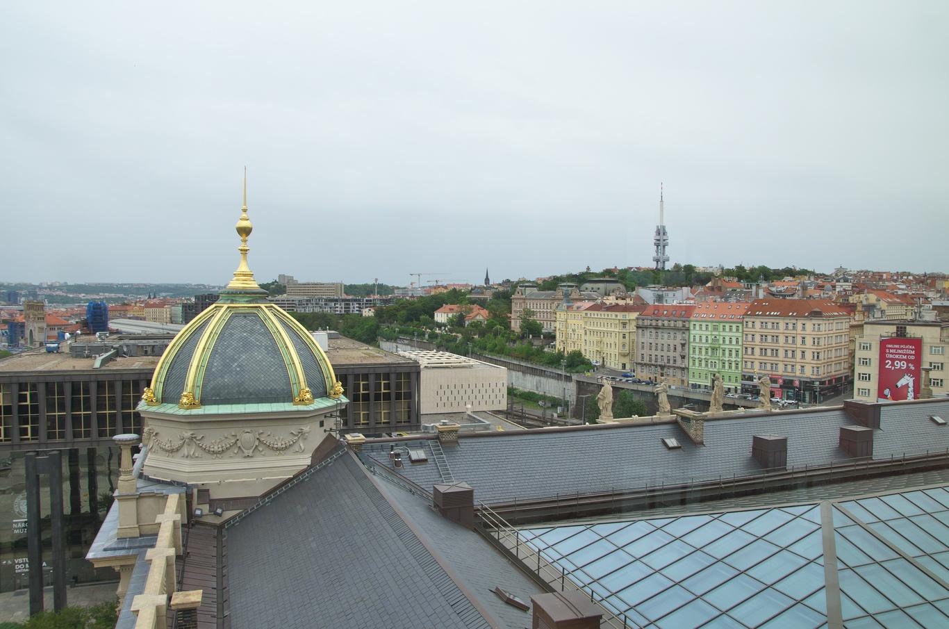 Žižkovský vysílač z kupole Národního muzea